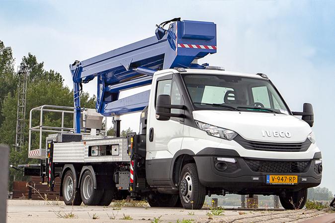 Compact 3117 Jib B(E) autohoogwerker 31 meter 17 zijdelings nieuw model Iveco goede